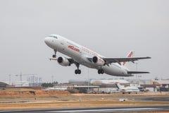 FARO PORTUGALIA, Juny, - 24, 2017: jet2 lotów samolotu odjazd od Faro lotniska międzynarodowego Fotografia Stock