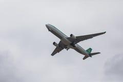 FARO PORTUGALIA, Juny, - 24, 2017: Lota samolotu odjazd od Faro lotniska międzynarodowego Zdjęcie Stock