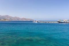 Faro que muestra la manera al mar Imagenes de archivo