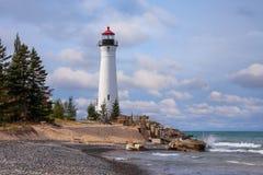 Faro quebradizo del punto en el lago Superior foto de archivo