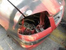 Faro quebrado del coche abandonado Fotos de archivo