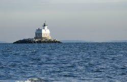 Faro rodeado por el océano Imagen de archivo