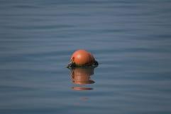 Faro rojo de la boya en un mar azul Imagen de archivo libre de regalías