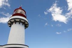 Faro rojo y blanco en el Topo, sao Jorge, Azores portugal Imagen de archivo libre de regalías