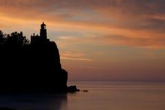 Faro spaccato della roccia Fotografie Stock Libere da Diritti