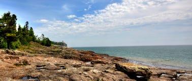 Faro spaccato della roccia Immagini Stock Libere da Diritti