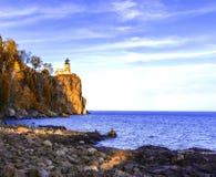 Faro spaccato della roccia Immagine Stock