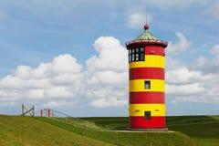 Faro storico al Mare del Nord nel ` s Pilsum della Germania. Immagine Stock