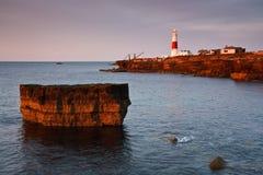 Faro su un primo mattino, Dorset di Portland Bill. Immagini Stock