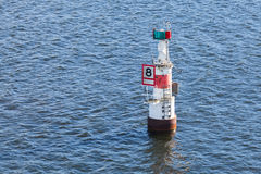 Faro sueco moderno Faro en agua Imagen de archivo libre de regalías