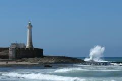 Faro sul litorale atlantico immagini stock