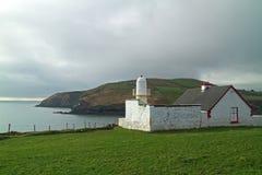 Faro sul litorale irlandese Fotografia Stock Libera da Diritti