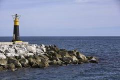 Faro sul mare immagini stock