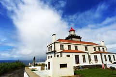 Faro sul sao Miguel dell'isola delle Azzorre Immagini Stock Libere da Diritti