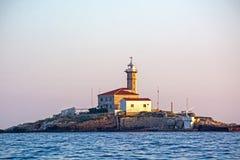 Faro sull'isola in Croazia Fotografie Stock Libere da Diritti
