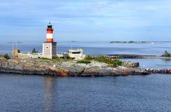 Faro sull'isola di Harmaja nell'arcipelago di Helsinki, Finlandia fotografia stock libera da diritti