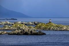 Faro sulla costa della Norvegia fotografie stock