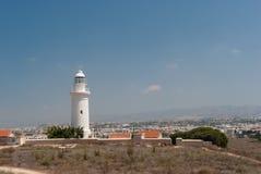 Faro sulla spiaggia abbandonata Fotografia Stock Libera da Diritti