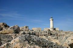 Faro sulle rocce Immagine Stock