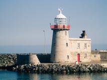 Faro in un porto fotografia stock libera da diritti