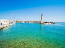 Faro veneciano viejo en el puerto Rethymno, Crete, Grecia fotos de archivo