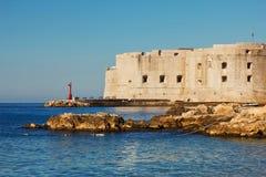Faro viejo de la ciudad de Dubrovnik imagen de archivo