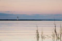 Faro viejo en la isla del espolón de gallo Foto de archivo libre de regalías