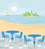Faro visto de una playa minúscula Imagen de archivo libre de regalías