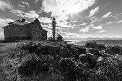 Faro y edificio viejo Imágenes de archivo libres de regalías