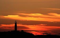 Faro y puesta del sol, España de Trafalgar de la iluminación Foto de archivo libre de regalías