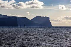Faroe Island norrAtlanten på skymning Fotografering för Bildbyråer