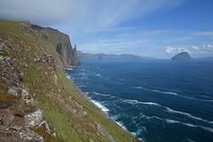 Faroe Island VÃ-¡ gar, kustlinje Arkivbild