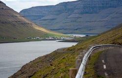 Faroe wyspy, fjord krajobraz Zdjęcia Stock