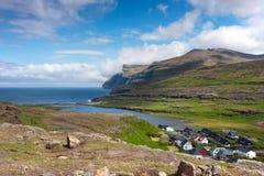 Faroe Wyspy, wioska otaczająca naturą Fotografia Royalty Free