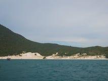 Farol海滩在Arraial做Cabo,巴西 免版税库存照片