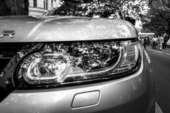 Farol da escala luxuosa Rover Sport de SUV do meados de-tamanho, desde 2013 Fotos de Stock Royalty Free