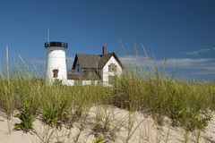 Farol de Cape Cod na praia Fotografia de Stock