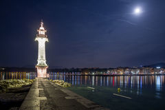 Farol de Genebra na noite fotografia de stock