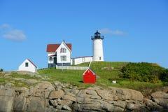 Farol de Neddick do cabo, vila velha de York, Maine Fotos de Stock Royalty Free
