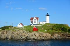 Farol de Neddick do cabo, vila velha de York, Maine Fotografia de Stock Royalty Free
