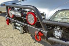 Farol de SUV com protetor da grade, luzes extra, e instalação do reboque imagem de stock royalty free