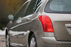 Farol de um carro moderno As luzes traseiras do carro Detalhes modernos do exterior do carro imagem de stock royalty free