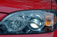 Farol de um carro vermelho Imagem de Stock