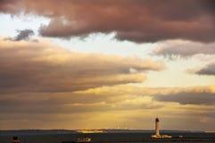 Farol de Vorontsov no Mar Negro Vista do farol e da cidade de Odessa e do c?u tormentoso ucr?nia foto de stock