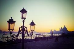 Farol del vintage en el cuadrado de San Marco en la puesta del sol Imagen de archivo