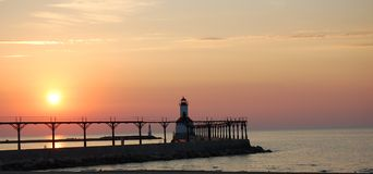 Farol do por do sol Foto de Stock Royalty Free