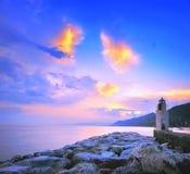 Farol do por do sol no porto de Camogli Fotografia de Stock Royalty Free