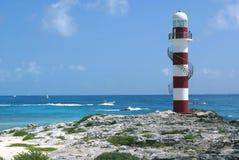 Farol em uma praia em Cancun, México fotografia de stock royalty free