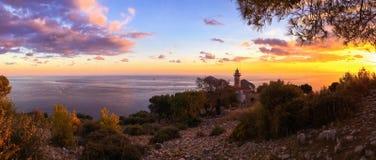 Farol Gelidonya Feneri no por do sol Vista panorâmica Kemer, Turquia Lugar bonito dos turistas Maneira de Lycian Caminhada foto de stock