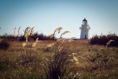 Farol histórico no ponto Nova Zelândia de Waipapa imagens de stock